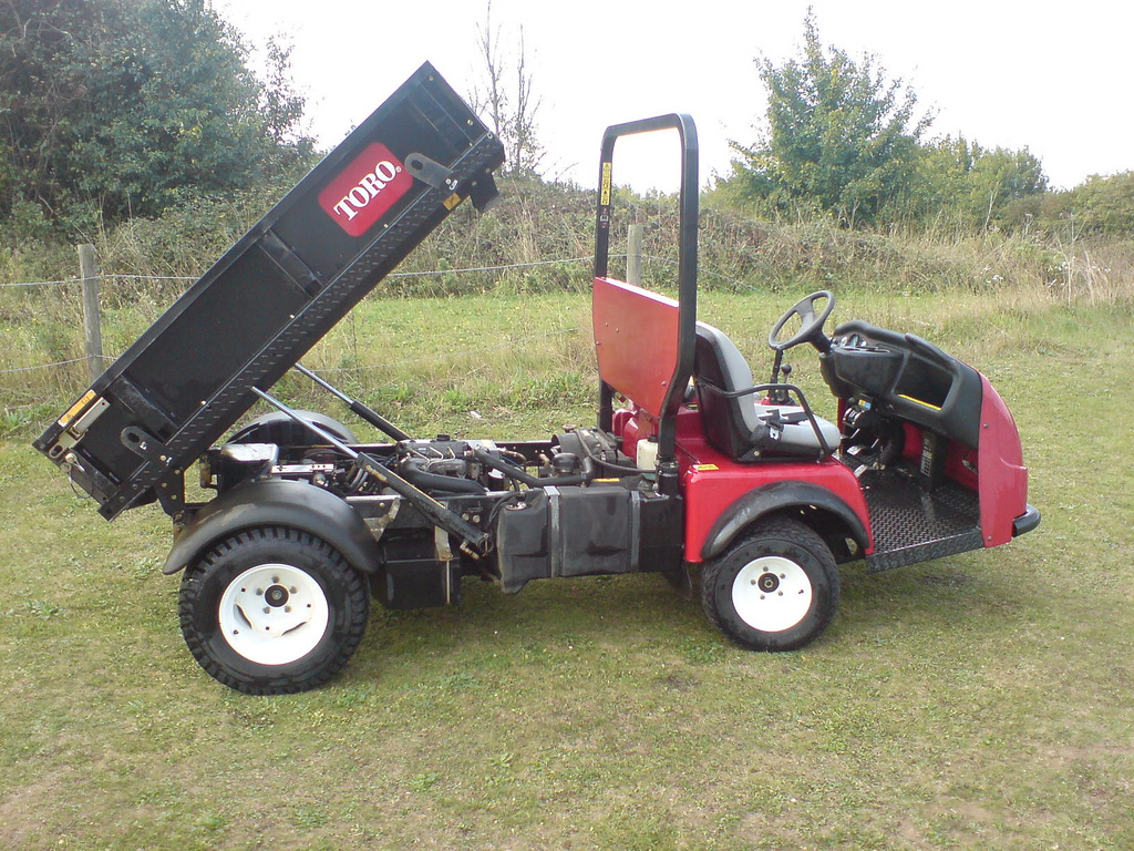 Toro Workman 4300-D (4WD) with Hardi 800lt shrouded boom sprayer